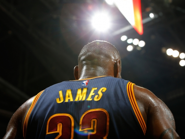 LeBron James scores 28, grabs 15 boards in Cavaliers' Game 1 loss