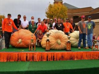 Ohio festival displays 2 1,500-pound pumpkins