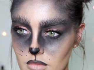 Vlogger shows tips for Halloween cat makeup