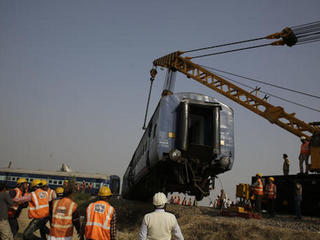 Indian train crash kills 146