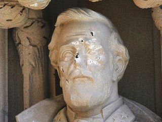 Duke removes damaged Robert E. Lee statue