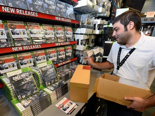 gamestop closing up to 190 stores ktnvcom las vegas - Is Gamestop Open On Christmas Day