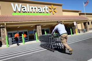 Walmart lets workers access money before payday