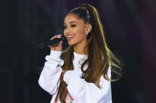 Ariana Grande meets fans on 'The Tonight Show'