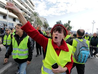 Protests over French fuel prices leave 1 dead